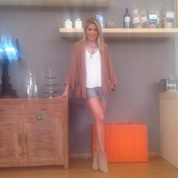 elena-papavasileiou-ginaikes-konto-sorts-kai-rixti-zaketa-homepage-image-600x600