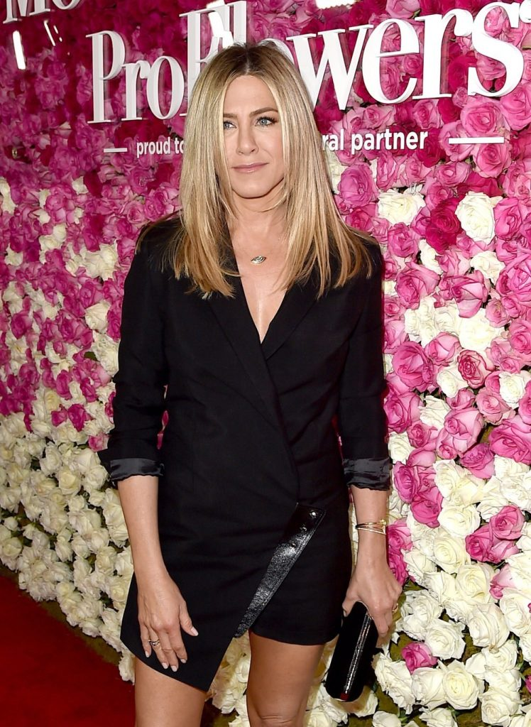 Jennifer-Aniston-Mothers-Day-Movie-Premiere-Red-Carpet-Fashion-Giorgio-Armani-Tom-Lorenzo-Site-1