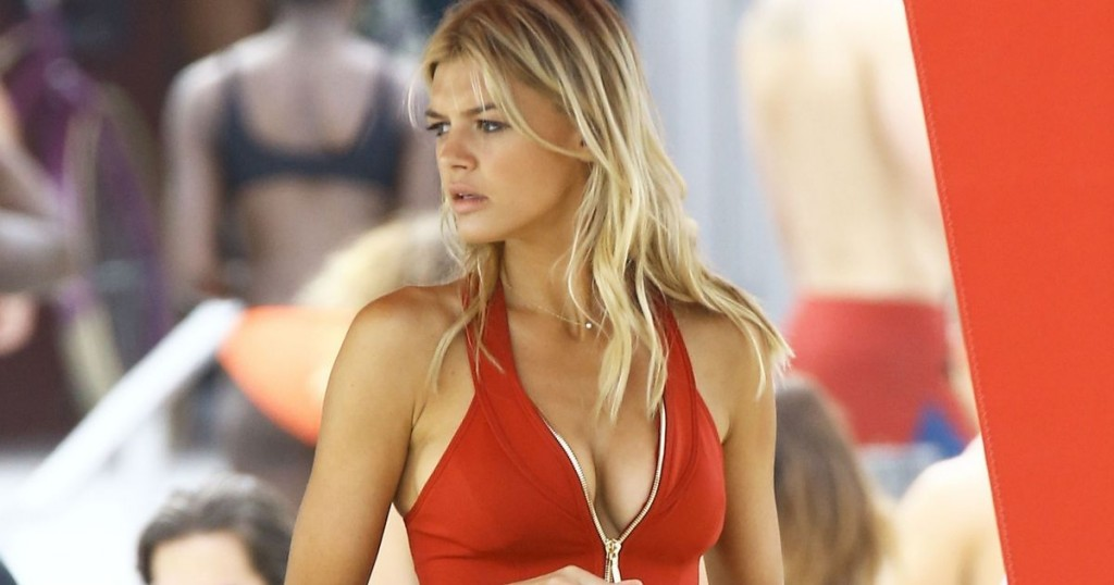 Kelly-Rohrbach-was-spotted-on-the-set-of-Baywatch-while-filming-in-Boca-Raton-Florida