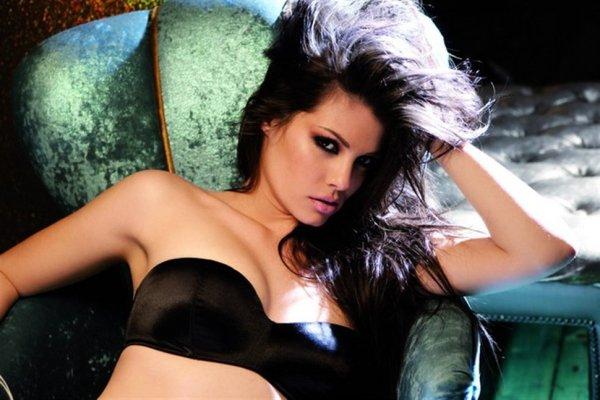 H Μαρία Κορινθίου κολάζει το instagram με την sexy πόζα της (ΦΩΤΟ ... 3d872b26e53