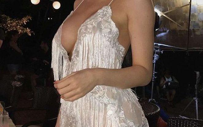 Ποια celebrity μόλις βγήκε «τούμπανο» από τον πλαστικό χειρούργο και μας το απέδειξε με την εμφάνισή της; (ΦΩΤΟ)