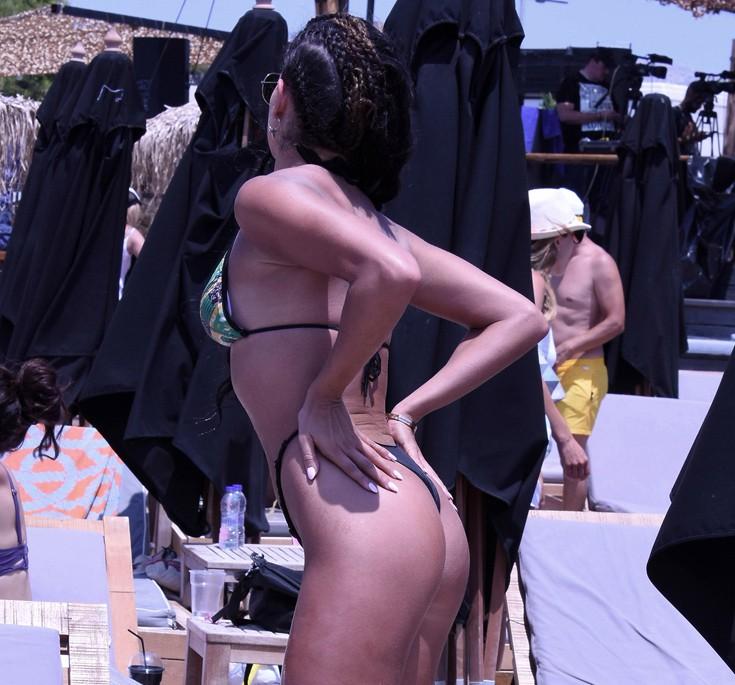 Αναστάτωσε την παραλία η Στικούδη με το string της (ΦΩΤΟ ... 877e7d5df76