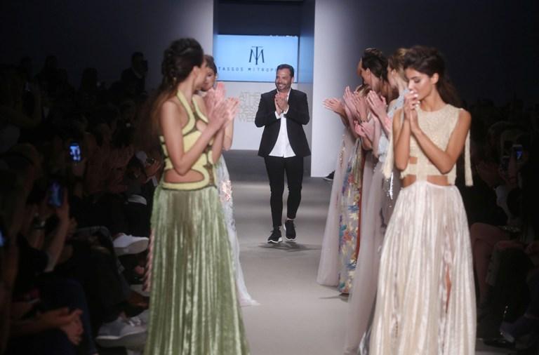Tassos Mitropoulos: Λαμπερό Fashion Show για την Άνοιξη – Καλοκαίρι 2018 (Εικόνες)