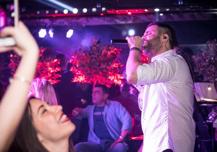 Γιώργος Γιαννιάς και celebrities στο «Απλά Ελληνικά» (Εικόνες)