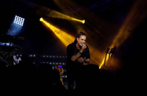 Λαμπερή πρεμιέρα για τον Διονύση Σχοινά στο «Akanthus Live» (Εικόνες)
